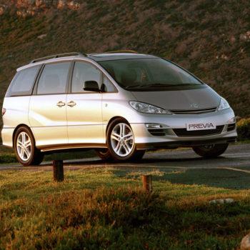 Toyota_Previa_Minivan_2005